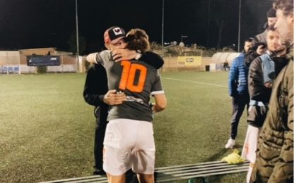 Derby calcio a 8, Nainggolan tifa Totti: le FOTO
