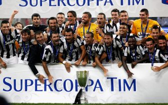 BEIJING, CHINA - AUGUST 11: Team of Juventus FC celebrate after winning the Italian Super Cup 2012 match against SSC Napoli at China's National Stadium on August 11, 2012 in Beijing, China.  (Photo by Lintao Zhang/Getty Images)