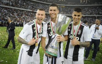 JEDDAH, SAUDI ARABIA - JANUARY 16: Federico Bernardeschi, Joao Cancelo and Cristiano Ronaldo of Juventus celebrate after winning the Italian Supercup match between Juventus and AC Milan at King Abdullah Sports City on January 16, 2019 in Jeddah, Saudi Arabia. (Photo by Marco Rosi/Getty Images for Lega Serie A)