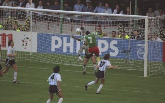 8 Jun 1990:  Omam Biyik #7 of Cameroon scores during the World Cup match against Argentina in Milan, Italy. Cameroon won the match 1-0. \ Mandatory Credit: David  Cannon/Allsport