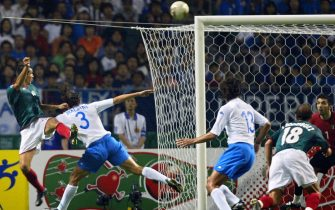 GB07 - 20020613 - OITA, JAPAN : Mexico's forward Jared Borgetti (extreme L) eyes the ball with Italy's goalkeeper Gianluigi Buffon (extreme R) as defenders Paolo Maldini (2nd L) and Alessandro Nesta (3rd R) try to intercept his strike during match 43 group G of the 2002 FIFA World Cup Korea Japan 13 June, 2002 in Oita, Japan. Borgetti scored the first goal against Italy. Mexico's midfielder Joahan Rodriguez is 2nd R.   EPA PHOTO AFPI/GABRIEL BOUYS