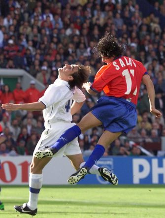 BORDEAUX, FRANCE:  Chilean forward Marcelo Salas (R) heads off the ball past Italian Fabio Cannavaro to score the second goal of his team as teammate Ivan Zamorano looks on 11 June at the Parc Lescure in Bordeaux during their 1998 Soccer World Cup group B first round match. (ELECTRONIC IMAGE) (Photo credit should read GERARD JULIEN/AFP via Getty Images)