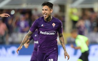 FLORENCE, ITALY - AUGUST 24: Erick Pulgar of ACF Fiorentina celebrates after scoring the opening goal during the Serie A match between ACF Fiorentina and SSC Napoli at Stadio Artemio Franchi on August 24, 2019 in Florence, Italy.  (Photo by Gabriele Maltinti/Getty Images)