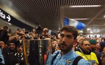 Delirio Lazio, festa coi tifosi a Fiumicino. VIDEO