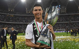 JEDDAH, SAUDI ARABIA - JANUARY 16:  Cristiano Ronaldo of Juventus celebrates after winning the Italian Supercup match between Juventus and AC Milan at King Abdullah Sports City on January 16, 2019 in Jeddah, Saudi Arabia.  (Photo by Claudio Villa/Getty Images for Lega Serie A)