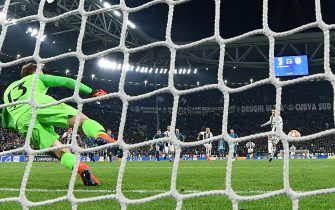 Juventus' Cristiano Ronaldo scores on penalty the goal (3-0) during the UEFA Champions League round of 16 second leg soccer match between Juventus FC and Club Atletico de Madrid at the Allianz Stadium in Turin, Italy, 12 March 2019.ANSA/ALESSANDRO DI MARCO