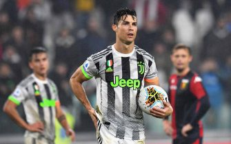 TURIN, ITALY - OCTOBER 30:  Cristiano Ronaldo of Juventus takes the ball during the Serie A match between Juventus and Genoa CFC at  on October 30, 2019 in Turin, Italy.  (Photo by Alessandro Sabattini/Getty Images)