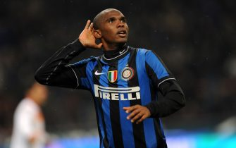 Inter Milan's Cameroonian forward Samuel Eto'o celebrates after scoring during his team's Serie A football match against AS Roma on November 8, 2009 at San Siro Stadium  in Milan. AFP PHOTO / GIUSEPPE CACACE (Photo credit should read GIUSEPPE CACACE/AFP via Getty Images)