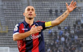 BOLOGNA, ITALY - NOVEMBER 14:  Marco Di Vaio of Bologna celebrate a goal during the Serie A match between Bologna and Brescia at Stadio Renato Dall'Ara on November 14, 2010 in Bologna, Italy.  (Photo by Roberto Serra/Getty Images)