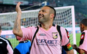 PALERMO, ITALY - APRIL 24:  Fabrizio Miccoli of Palermo celebrates after scoring his team's third goal during the Serie A match between US Citta di Palermo and AC Milan at Stadio Renzo Barbera on April 24, 2010 in Palermo, Italy.  (Photo by Tullio M. Puglia/Getty Images)