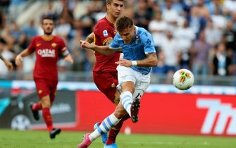 ROME, ITALY - SEPTEMBER 01: Ciro Immobile of SS Lazio kicks the ball during the Serie A match between SS Lazio and AS Roma at Stadio Olimpico on September 1, 2019 in Rome, Italy.  (Photo by Paolo Bruno/Getty Images)