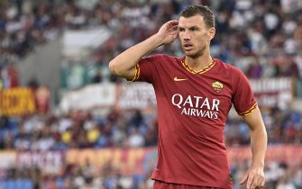 AS Roma's Bosnian forward Edin Dzeko reacts after hitting the post with a header during the Italian Serie A football match AS Roma vs Sassuolo on September 15, 2019 at the Olympic stadium in Rome. (Photo by Vincenzo PINTO / AFP)        (Photo credit should read VINCENZO PINTO/AFP via Getty Images)
