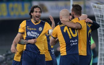 VERONA, ITALY - MARCH 15:  Luca Toni of Hellas Verona celebrates with his team mates after scoring his team's second goal during the Serie A match between Hellas Verona FC and SSC Napoli at Stadio Marc'Antonio Bentegodi on March 15, 2015 in Verona, Italy.  (Photo by Dino Panato/Getty Images)