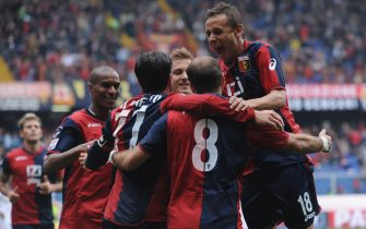 GENOA, ITALY - APRIL 23:  Rodrigo Palacio (C) of Genoa CFC celebrates with his team mates after scoring during the Serie A match between Genoa CFC and Lecce at Stadio Luigi Ferraris on April 23, 2011 in Genoa, Italy.  (Photo by Valerio Pennicino/Getty Images)