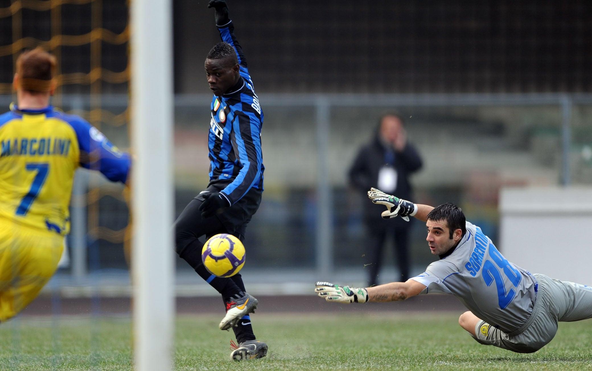 Balotelli apre gli anni Dieci segnando al Chievo il 6 gennaio 2010