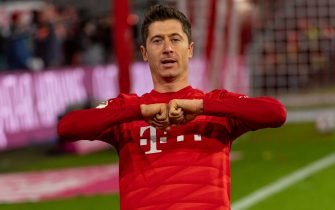 MUNICH, GERMANY - NOVEMBER 09:Robert Lewandowski of FC Bayern Muenchen celebrates after scoring his team's third goal during the Bundesliga match between FC Bayern Muenchen and Borussia Dortmund at Allianz Arena on November 9, 2019 in Munich, Germany. (Photo by TF-Images/Getty Images)