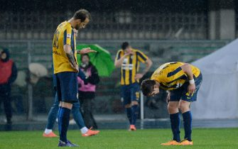 VERONA, ITALY - MARCH 05:  Hellas Verona players show their dejection after during the Serie A match between Hellas Verona FC and UC Sampdoria at Stadio Marc'Antonio Bentegodi on March 5, 2016 in Verona, Italy.  (Photo by Dino Panato/Getty Images)