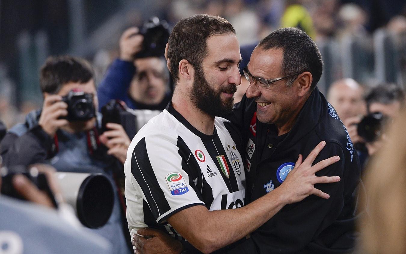 L'abbraccio tra Higuain e Sarri nel 2016 allo Juventus Stadium