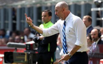 Fc Inter's coach Stefano Pioli reacts during the Italian serie A soccer match between Fc Inter and Ac Milan  at Giuseppe Meazza stadium in Milan, 15 April  2017. ANSA / MATTEO BAZZI
