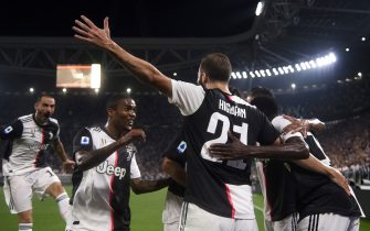 Juventus' Argentinian forward Gonzalo Higuain (C) celebrates with Juventus' Brazilian forward Douglas Costa (2ndL) after scoring a goal during the Italian Serie A football match Juventus vs Napoli on August 31, 2019 at the Juventus stadium in Turin. (Photo by Marco BERTORELLO / AFP)        (Photo credit should read MARCO BERTORELLO/AFP via Getty Images)