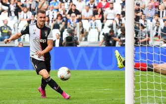 Juventus' Welsh midfielder Aaron Ramsey fails to score during the Italian Serie A football match Juventus vs Spal on September 28, 2019 at the Juventus stadium in Turin. (Photo by Andreas SOLARO / AFP)        (Photo credit should read ANDREAS SOLARO/AFP via Getty Images)