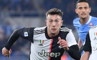 Juventus' Italian forward Federico Bernardeschi eyes the ball during the Italian Serie A football match lazio Rome vs Juventus Turin on December 7, 2019 at the Olympic stadium in Rome. (Photo by Alberto PIZZOLI / AFP) (Photo by ALBERTO PIZZOLI/AFP via Getty Images)