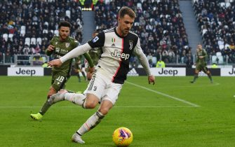 TURIN, ITALY - JANUARY 06: Aaron Ramsey of Juventus with the ball during the Serie A match between Juventus and Cagliari Calcio at Allianz Stadium on January 6, 2020 in Turin, Italy. (Photo by Chris Ricco/Getty Images)