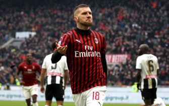MILAN, ITALY - JANUARY 19 : Ante Rebic of AC Milan celebrates after scoring his goal ,during the Serie A match between AC Milan and  Udinese Calcio at Stadio Giuseppe Meazza on January 19, 2020 in Milan, Italy. (Photo by MB Media/Getty Images)
