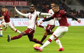 MILAN, ITALY - JANUARY 28:  Ante Rebic (R) of AC Milan is challenged by Nicolas Nkoulou (L) of Torino during the Coppa Italia Quarter Final match between AC Milan and Torino at San Siro on January 28, 2020 in Milan, Italy.  (Photo by Marco Luzzani/Getty Images)
