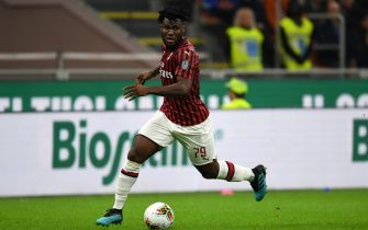 MILAN, ITALY - OCTOBER 20: Frank Kessie of Milan in action during the Serie A match between AC Milan and US Lecce at Stadio Giuseppe Meazza on October 20, 2019 in Milan, Italy. (Photo by Etsuo Hara/Getty Images)