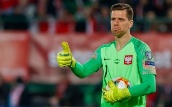 VIENNA, AUSTRIA - MARCH 21: goalkeeper Wojciech Szczesny of Poland gestures during the 2020 UEFA European Championships group G qualifying match between Austria and Poland at Ernst Happel Stadion on March 21, 2019 in Vienna, Austria. (Photo by TF-Images/Getty Images)