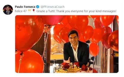 Fonseca, auguri con torta, palloncini e rose rosse