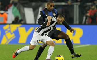 TURIN, ITALY - NOVEMBER 03:  Sebastian Giovinco of Juventus FC (R) and Juan Jesus of FC Inter Milan compete for the ball during the Serie A match between Juventus FC and FC Internazionale Milano at Juventus Arena on November 3, 2012 in Turin, Italy.  (Photo by Claudio Villa/Getty Images)