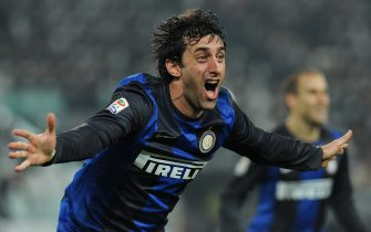 TURIN, ITALY - NOVEMBER 03:  Diego Milito of FC Internazionale Milano celebrates his second goal during the Serie A match between Juventus FC and FC Internazionale Milano at Juventus Arena on November 3, 2012 in Turin, Italy.  (Photo by Valerio Pennicino/Getty Images)