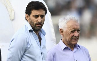 AVELLANEDA, ARGENTINA - FEBRUARY 28: President of Racing Club Victor Blanco and manager Diego Milito look on during a match between Racing Club and Newell's Old Boys as part of Superliga 2019/20  at Presidente Peron Stadium on February 28, 2020 in Avellaneda, Argentina. (Photo by Rodrigo Valle/Getty Images)
