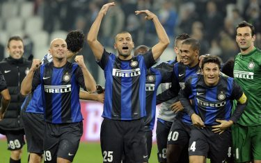 TURIN, ITALY - NOVEMBER 03:  Players of FC Inter Milan celebrate victory at the end of the Serie A match between Juventus FC and FC Internazionale Milano at Juventus Arena on November 3, 2012 in Turin, Italy.  (Photo by Claudio Villa/Getty Images)
