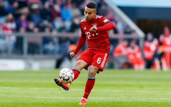 MUENCHEN, GERMANY - FEBRUARY 23: Thiago Alcantara of Bayern Muenchen controls the ball during the Bundesliga match between FC Bayern Muenchen and Hertha BSC at Allianz-Arena on February 23, 2019 in Muenchen, Germany. (Photo by TF-Images/Getty Images)