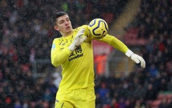 SOUTHAMPTON, ENGLAND - FEBRUARY 15: Nick Pope of Burnley shoulders the ball during the Premier League match between Southampton FC and Burnley FC at St Mary's Stadium on February 15, 2020 in Southampton, United Kingdom. (Photo by Naomi Baker/Getty Images)
