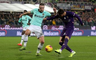 FLORENCE, ITALY - DECEMBER 15: Dusan Vlahovic of ACF Fiorentina scores a goal during the Serie A match between ACF Fiorentina and FC Internazionale at Stadio Artemio Franchi on December 15, 2019 in Florence, Italy.  (Photo by Gabriele Maltinti/Getty Images)