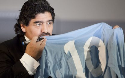 """Maradona difende l'Italia: """"Sono con voi"""""""