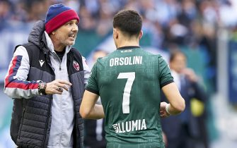 ROME, ITALY - FEBRUARY 29: Sinisa Mihajlovic, Manager of Bologna speaks with Orsolini of Bologna during the Serie A match between SS Lazio and Bologna FC at Stadio Olimpico on February 29, 2020 in Rome, Italy. (Photo by Danilo Di Giovanni/Quality Sport Images/Getty Images)