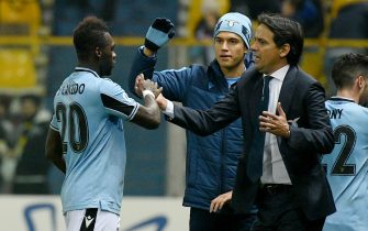 PARMA, ITALY - FEBRUARY 09: Felipe Caicedo celebrates a opening goal with head coach Simone Inzaghi of during the Serie A match between Parma Calcio and  SS Lazio at Stadio Ennio Tardini on February 09, 2020 in Parma, Italy. (Photo by Marco Rosi/Getty Images)