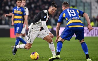 Juventus' Portuguese forward Cristiano Ronaldo (C) challenges Parma's Slovenian midfielder Jasmin Kurtic during the Italian Serie A football match Juventus vs Parma on January 19, 2020 at the Juventus stadium in Turin. (Photo by Marco Bertorello / AFP) (Photo by MARCO BERTORELLO/AFP via Getty Images)