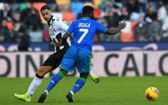 UDINE, ITALY - JANUARY 12: Rolando Mandragora of Udinese Calcio competes for the ball with Jeremie Boga of US Sassuolo during the Serie A match between Udinese Calcio and US Sassuolo at Stadio Friuli on January 12, 2020 in Udine, Italy.  (Photo by Alessandro Sabattini/Getty Images)