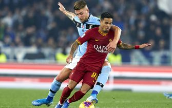ROME, ITALY - JANUARY 26: Justin Kluivert of Roma competes for the ball with Sergej Milinkovic-Savic of Lazio during the Serie A match between AS Roma and  SS Lazio at Stadio Olimpico on January 26, 2020 in Rome, Italy. (Photo by Quality Sport Images/Getty Images)