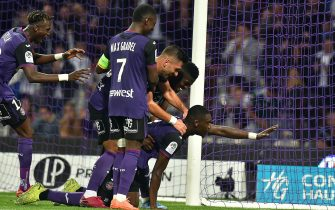 Toulouse's forward Yaya Sanogo (R) celebrates after scoring a goal during the French L1 football match between Toulouse and Lille, at the Municipal Stadium in Toulouse, southern France, on October 19, 2019. (Photo by REMY GABALDA / AFP) (Photo by REMY GABALDA/AFP via Getty Images)