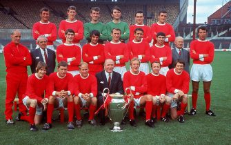 Jul 1968:  The Manchester United squad including George Best, Bobby Charlton, Nobby Stiles and Dennis Law line up with manager Matt Busby and the European Cup. United won the trophy after defeating Benfica at Wembley. \ Mandatory Credit: Allsport Hulton/Archive