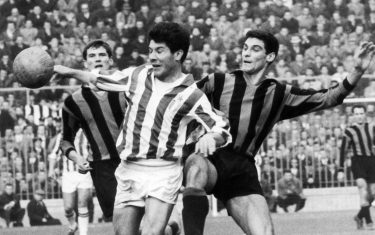 (FILES) Picture dated February 1962 shows Argentinean soccer legend of Juventus Enrique Omar Sivori (C) being challenged by Inter Milan players during a match in Milan, Italy. 
