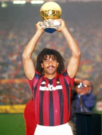 © Delmati/LaPresse28-12-1987 Milano, ItaliaCalcioNella foto: RUUD GULLIT con il Pallone d'oro.