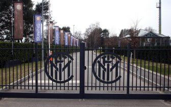 The entrance gates closed at Fc Inter training center Pinetina in Appiano Gentile, Como, Italy, 12 March 2020. after the news of the Juventus player Daniele Rugani's positivity to the coronavirus, all players players, but also technical staff, managers, members of the media area have been quarantined in their homes. The 14-day quarantine was calculated starting from the evening of Juve-Inter, played on 8 March in Turin. ANSA / MATTEO BAZZI